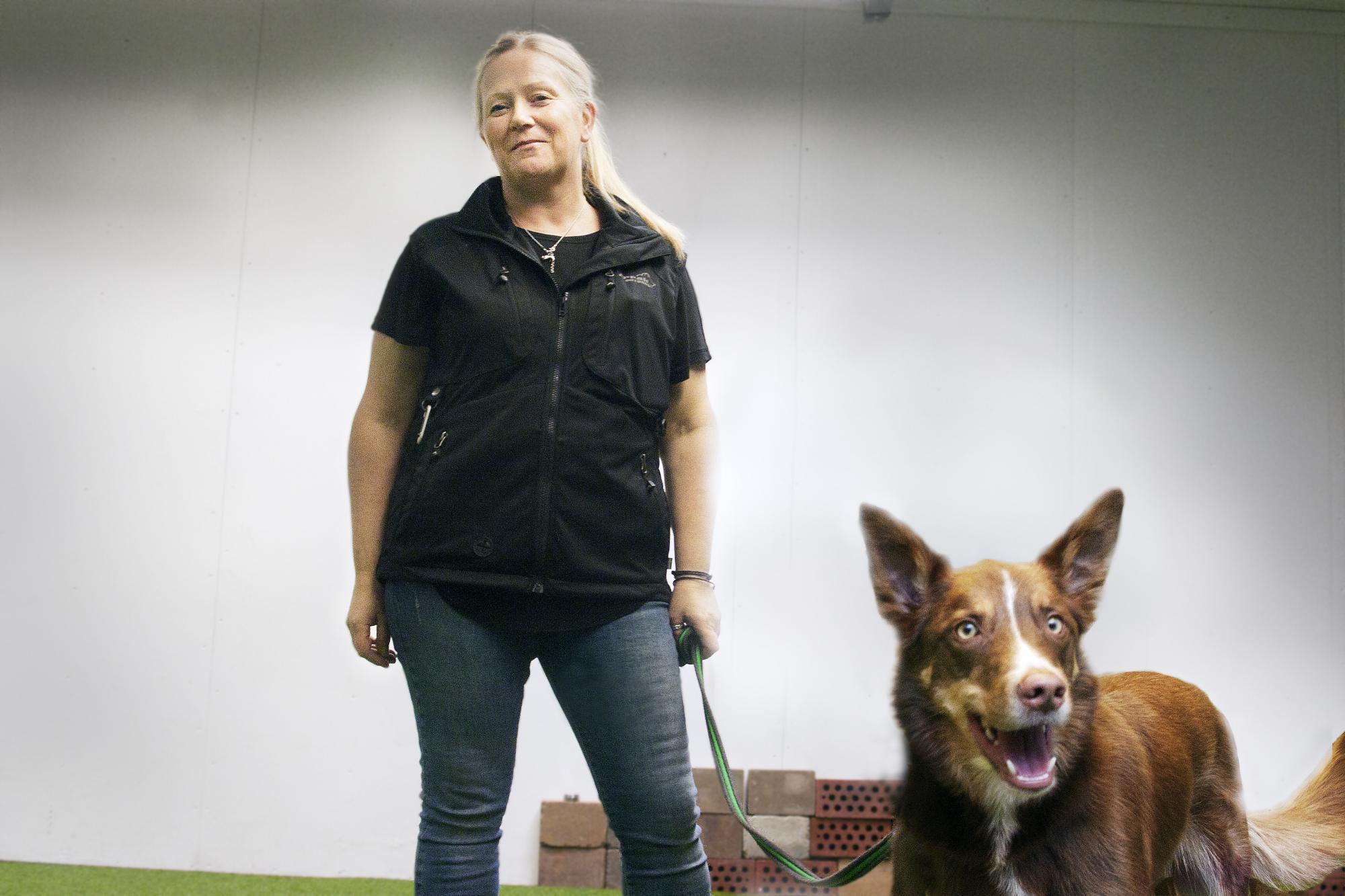 Lotta Nilsdotter är hundpsykolog samt ägare avLerkulans Hundcenter och jobbar bland annat med<span>besiktningshund för viltskadecenter.</span>
