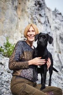 <span>Eva Bodfält är hundpsykolog, föreläsare och författare.</span>