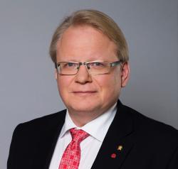 Försvarsminister Peter Hultqvist äger en retreiver, Flat Coated och New Foundlandshund.