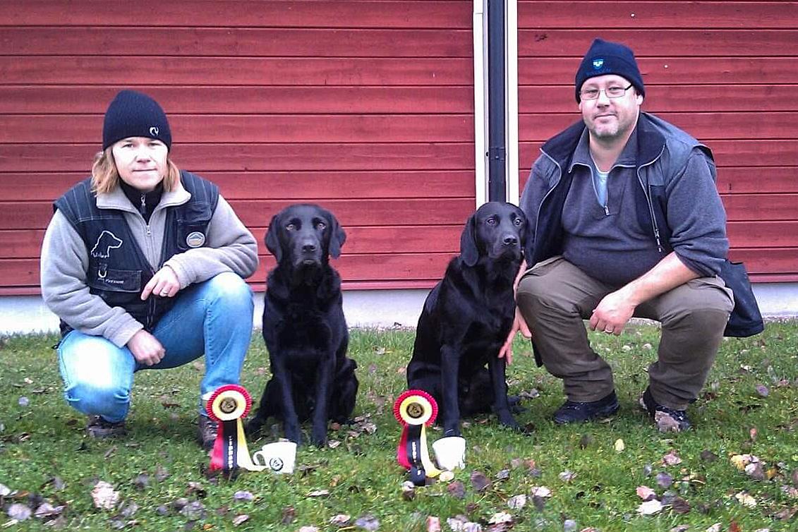 Åsa Persson vill klonaValter & Anders vill klona Sixten. Parets två jaktlabradorerna är släkt med varandra. Labradoren är Sveriges största hundras. Klicka på bilden för att läsa om varför den är så populär.