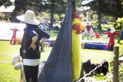 En kyckling i mansstorlek fanns på planen.