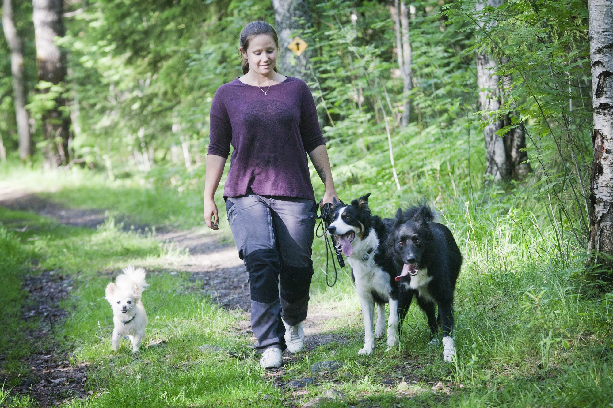 Isabelle gillar att vara ute i skogen använder den för avslappning och motion. Under tiden hon bott i Skinnskatteberg har hon endast mött någon enstaka person.