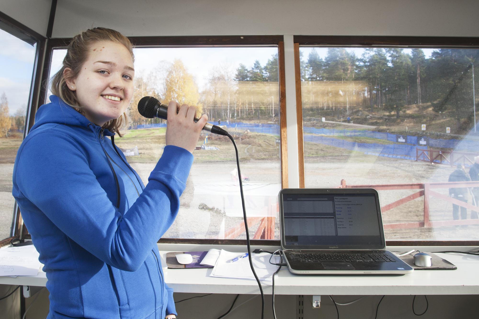 Julia Larsson guidade besökarna genom helgen och informerade om målgångar och annat.