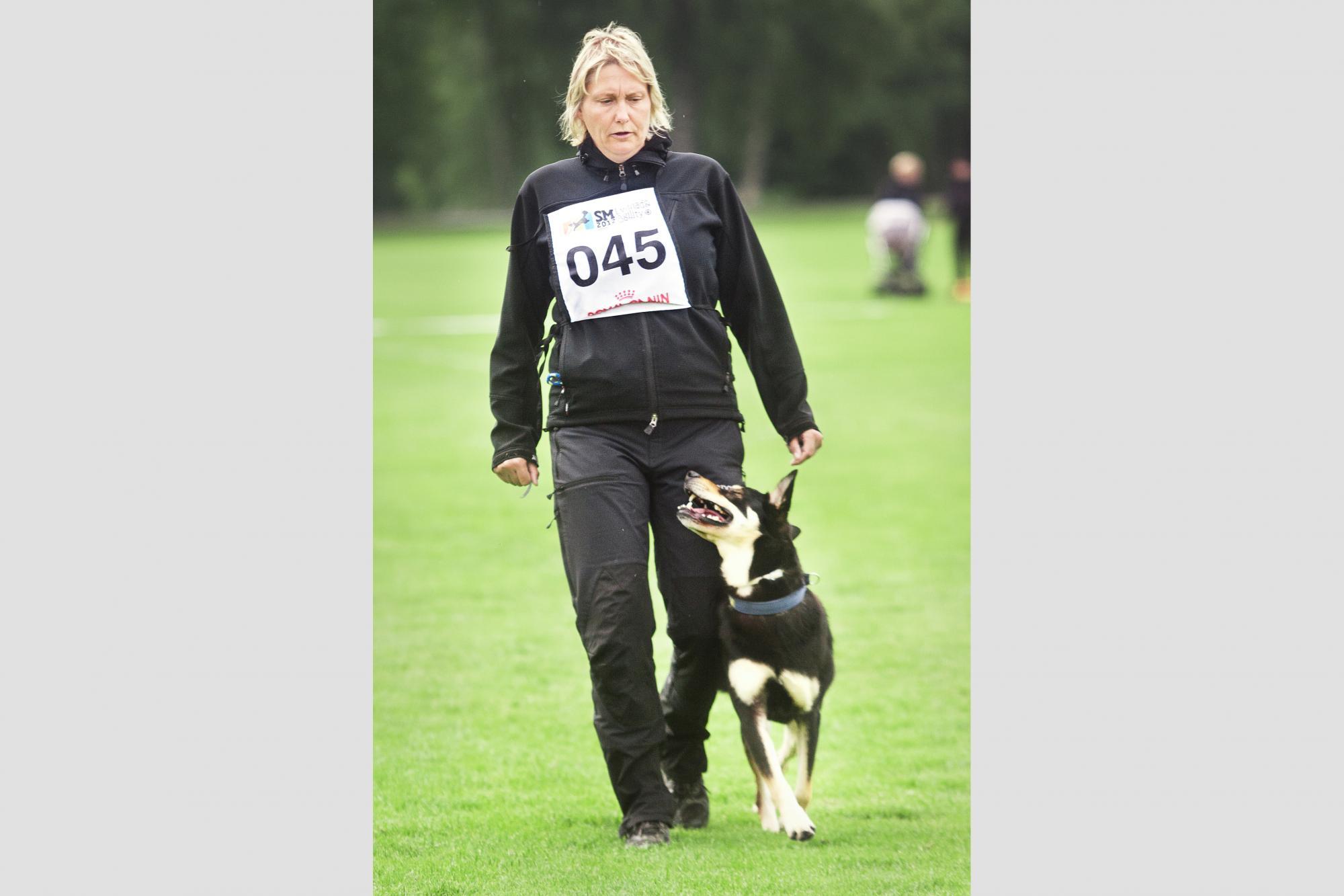 Maria Brandel har kvalat in två hundar till lydnads SM, här en bild från SM 2012.