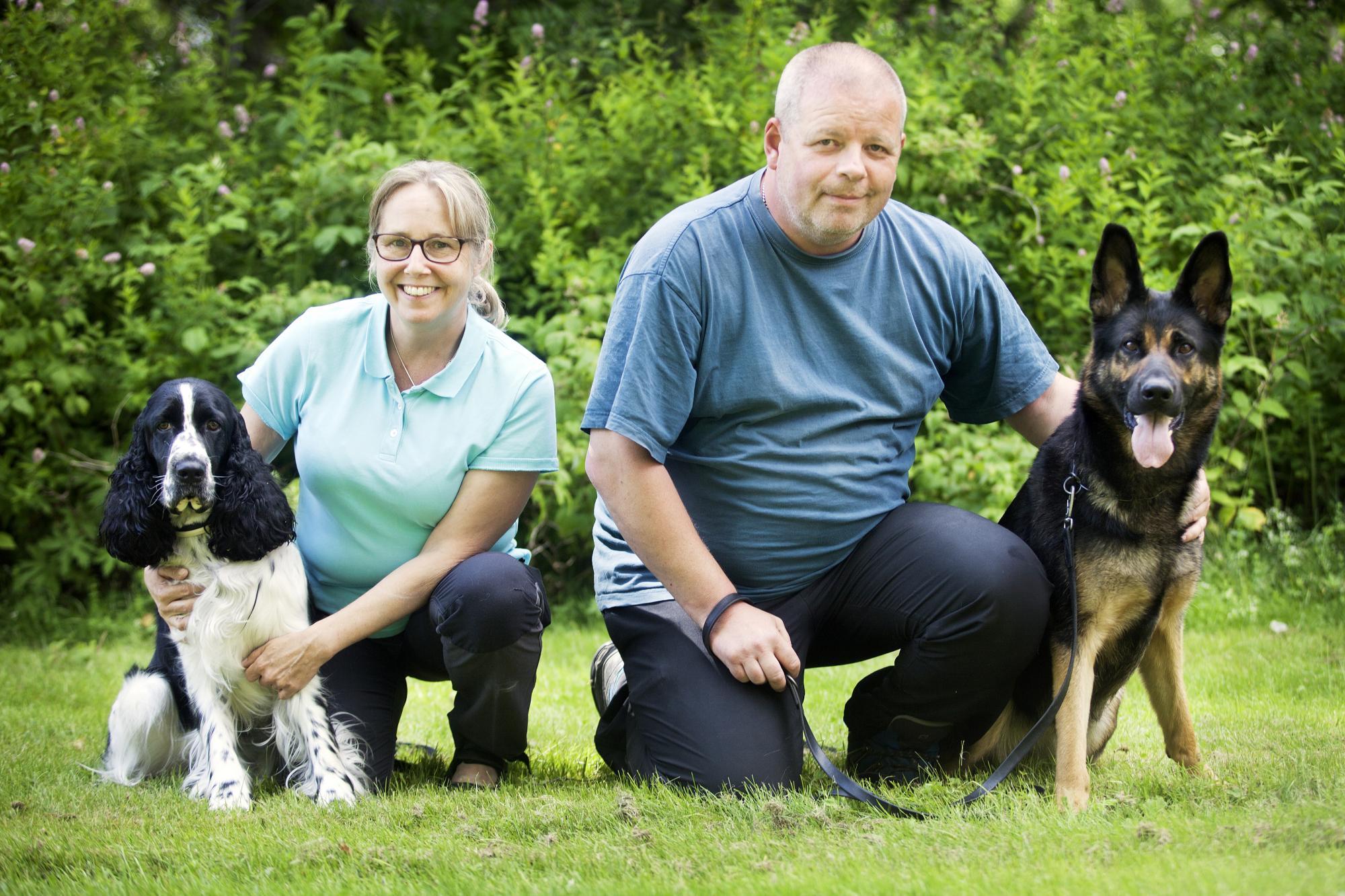 <span>Två riesenlägerdeltagare med sina hundar. Anette Wennström medsin Engelska Springer Spaniel \
