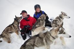 Pär & Annika Jansson kör Siberian Huskey både vinter och sommar.